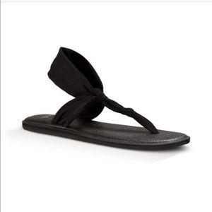 Sanuk woman's yoga sandals in black NWT